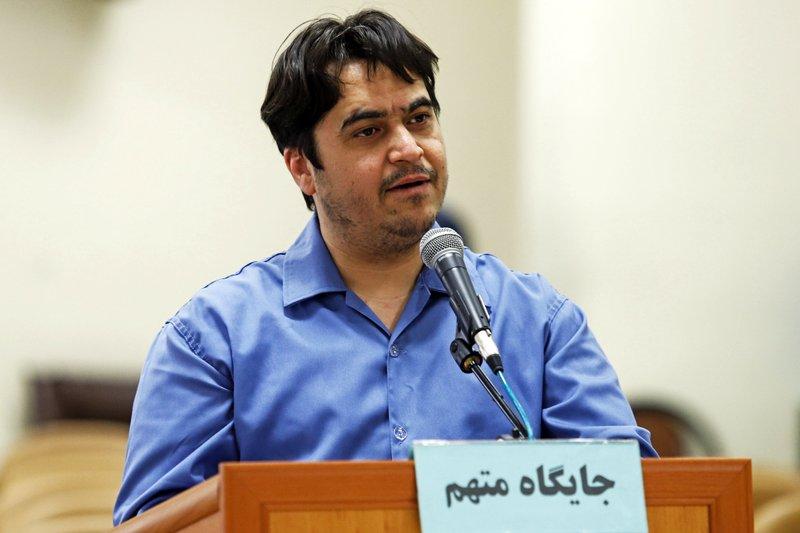 Il giornalista iraniano Ruhollah Zam durante un'udienza