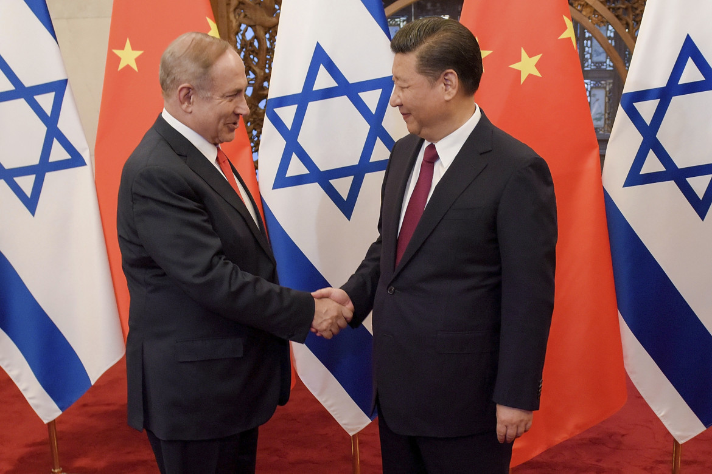 Il premier israeliano Netanyahu con il presidente cinese Xi Jinping