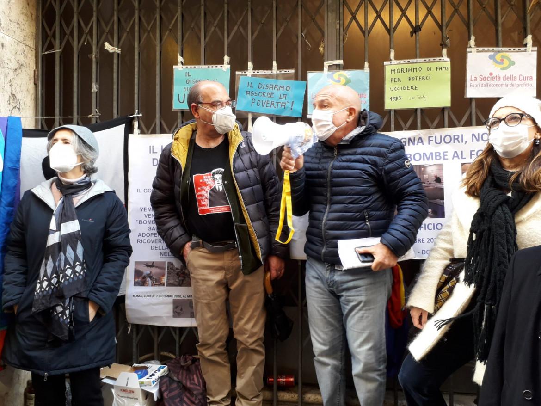 Il presidio davanti al Mise dei pacifisti sardi