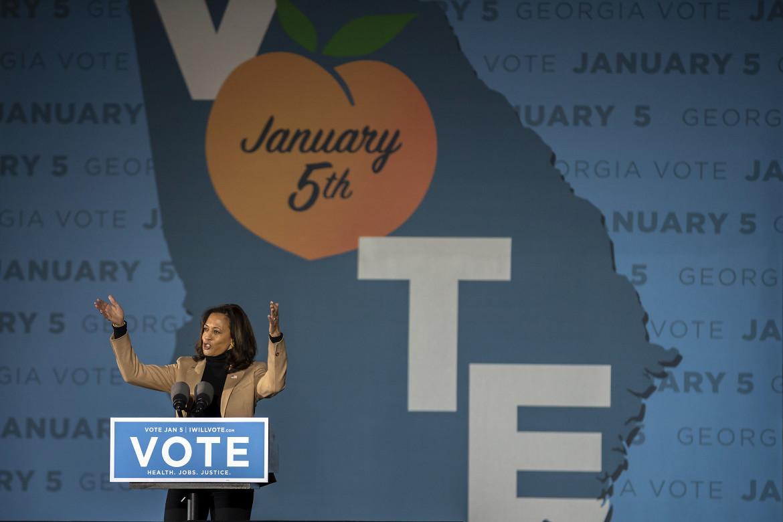 Kamala Harris, vice-presidente entrante, fa campagna elettorale in Georgia