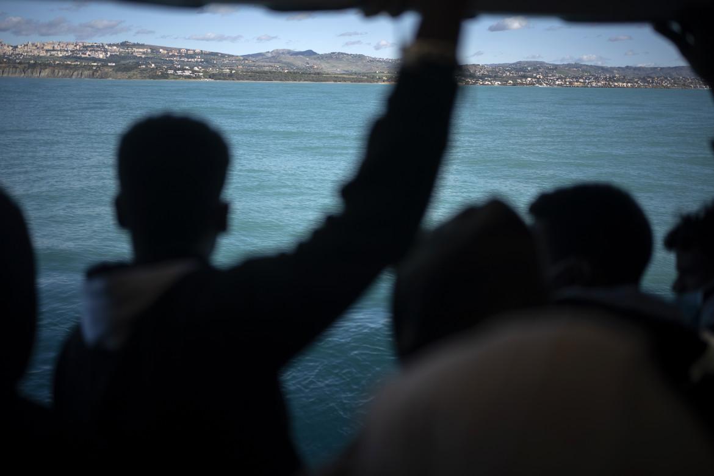 Migranti al largo della Sicilia