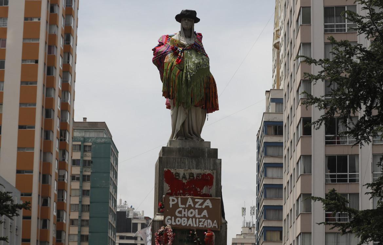 Ottobre 2020, la statua di Isabella la Cattolica a La Paz in versione