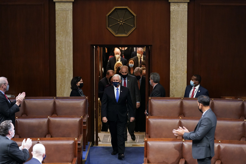 Mike Pence rientra al Congresso dopo l'assalto dei supporter di Trump