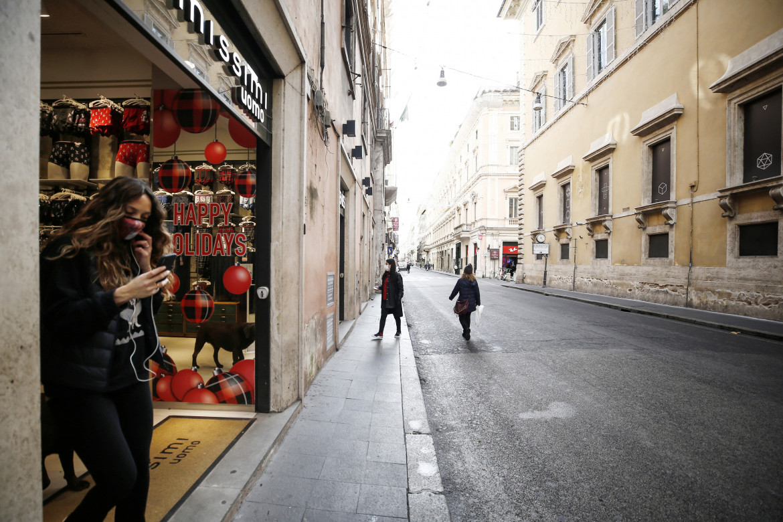Strade deserte a Roma durante la zona rossa