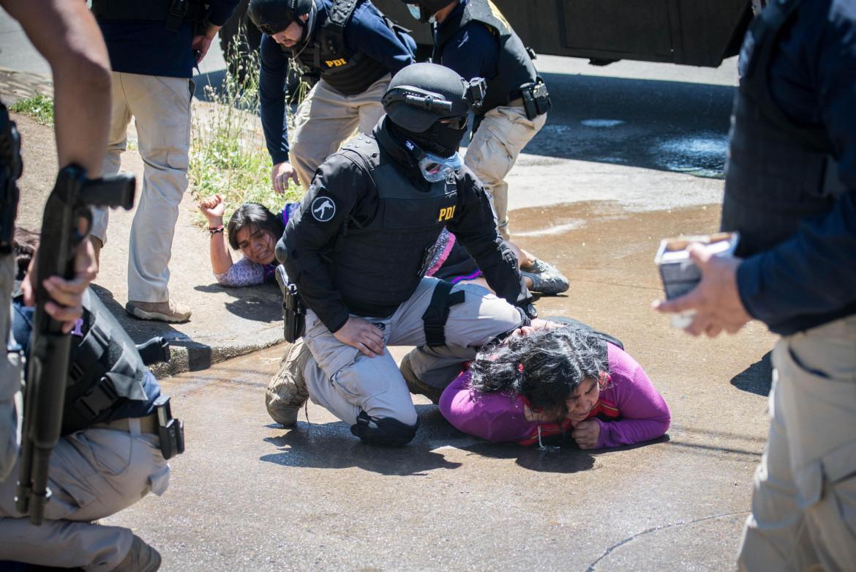 Il brutale arresto di Katherine Antin e Teresa Marin , rispettivamente moglie e madre di Camilo Castrillanca, il 7 gennaio