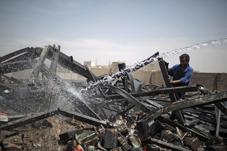 Serie di attacchi aerei sauditi sulla capitale Sanaa, Yemen