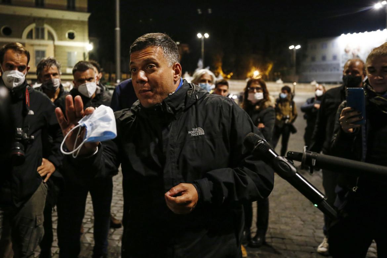 Giuliano Castellino alla manifestazione di piazza del Popolo del 24 ottobre 2020 contro le misure anti-covid