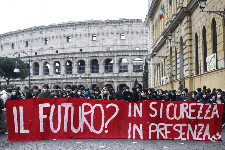 La protesta degli studenti in piazza