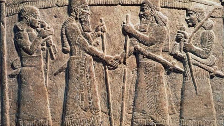 Bassorilievo con il re Shalmaneser III d'Assiria che stringe la mano a un babilonese, IX secolo a.C