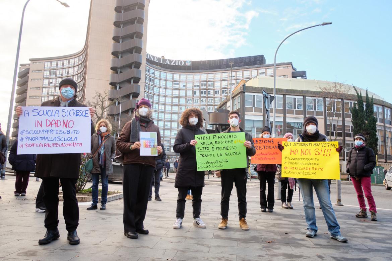 La proteta degli studenti contro la didattica a distanza