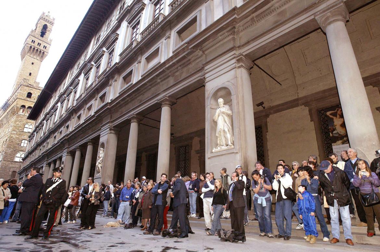 Turisti agli Uffizi di Firenze