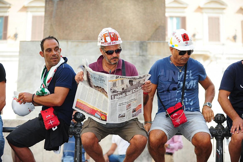 Operai Alcoa in una manifestazione di protesta a Roma