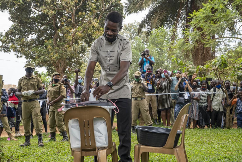 Il voto di Bobi Wine a Kampala