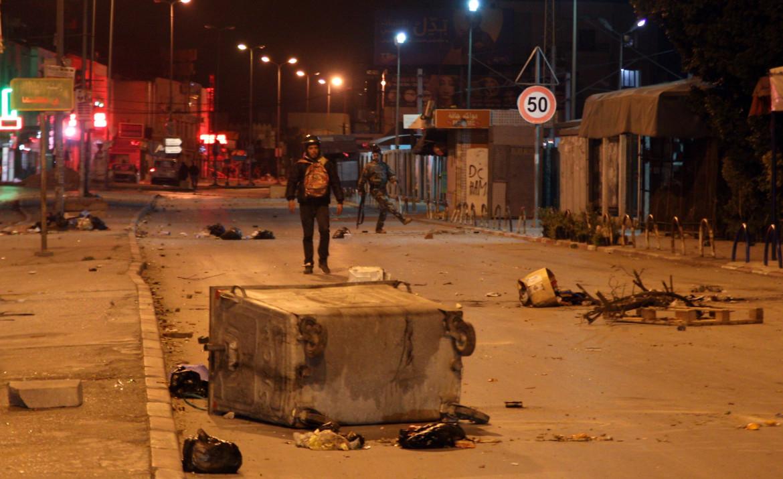 Scontri notturni a Ettadhamen, un sobborgo di Tunisi