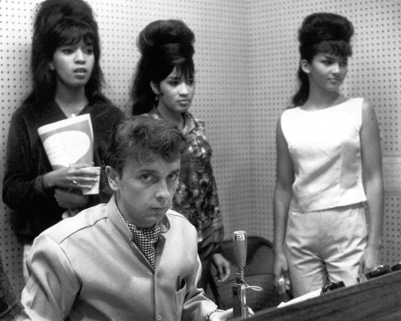 Phil Spector con le Ronettes