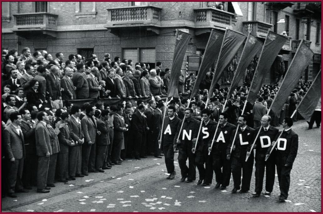 Torino 1952, la sfilata degli operai dell'Ansaldo per l'apertura della Festa dell'Unità
