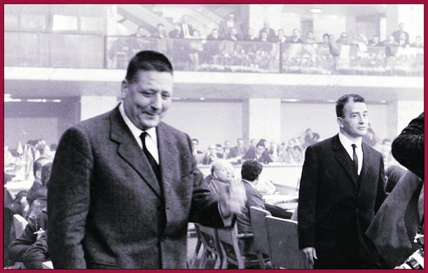 Roma, 25-31 gennaio 1966, Giorgio Amendola e Pietro Ingrao all'XI congresso del Pci. Lo scontro tra i due dirigenti si fa pubblico. Dal palco Ingrao pronuncia la famosa frase «non sarei sincero se dicessi che sono rimasto persuaso»