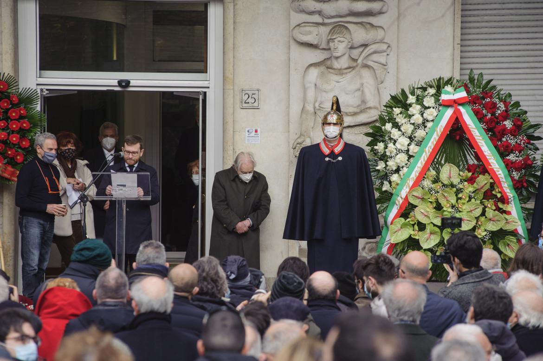 Il ricordo di Peppe Provenzano durante i funerali di Emanuele Macaluso nel cortile della Cgil di Corso Italia a Roma
