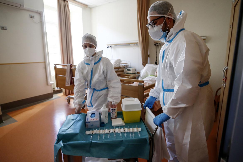 Vaccino Pfizer somministrato in una Rsa, Roma