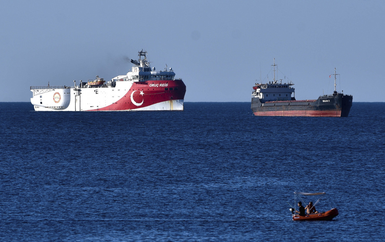 La nave da ricerca turca Oruc Reis lascia le coste di Antalya