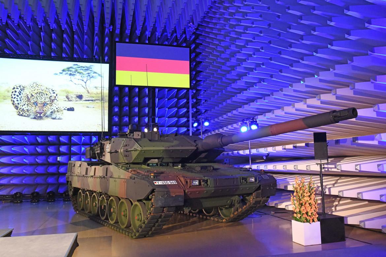 L'ultima versione del tank di fabbricazione tedesca Leopard 2