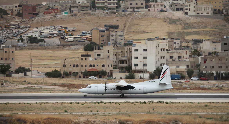 Un volo della Palestinian Airlines al decollo dall'aeroporto di El Arish nel Sinai