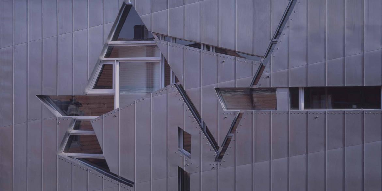 Dettaglio facciata del museo ebraico di Libeskind a Berlino