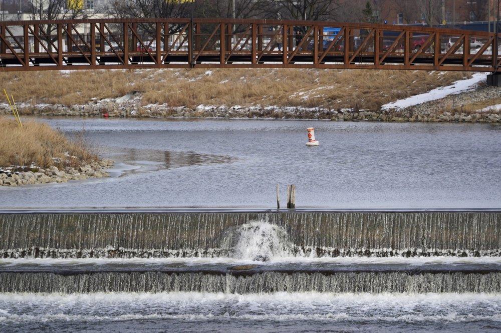 Il fiume Flint nell'omonima città del Michigan
