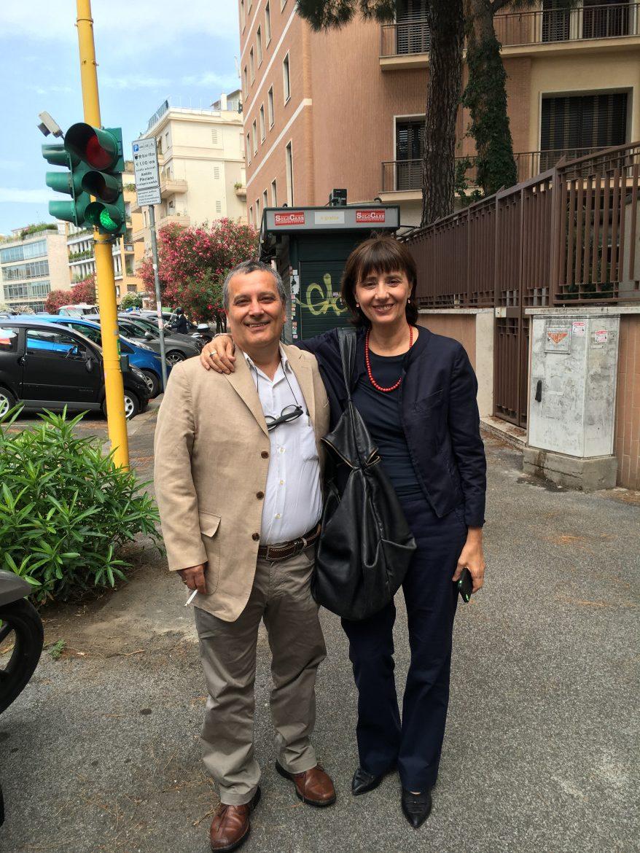 Benedetto e Norma pochi minuti dopo aver salvato la testata dall'asta di liquidazione nel 2016 foto di Matteo Bartocci
