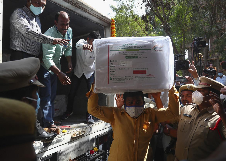 Trasporto di vaccini in India