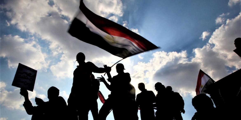 Piazza Tahrir e le sue bandiere, gennaio 2011