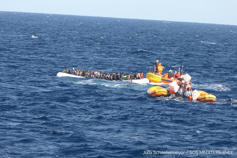 La prima operazione di soccorso della Ocean Viking