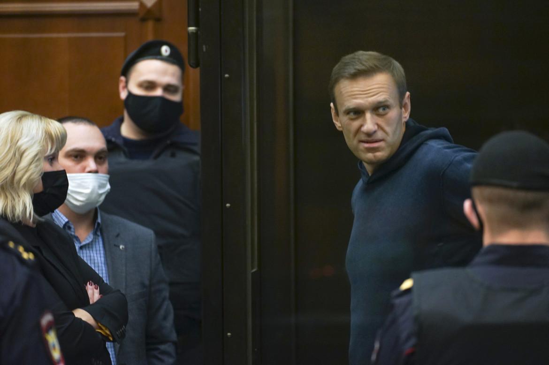Alexei Navalny durante l'udienza che ha sancito la sua condanna in carcere