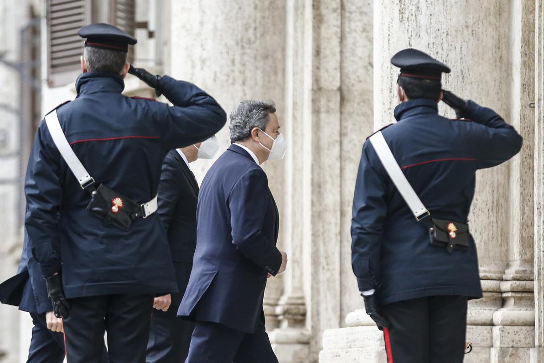 Mario Draghi entra alla camera dei deputati