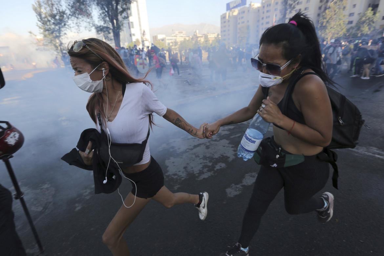 In fuga dai lacrimogeni, Santiago del Cile