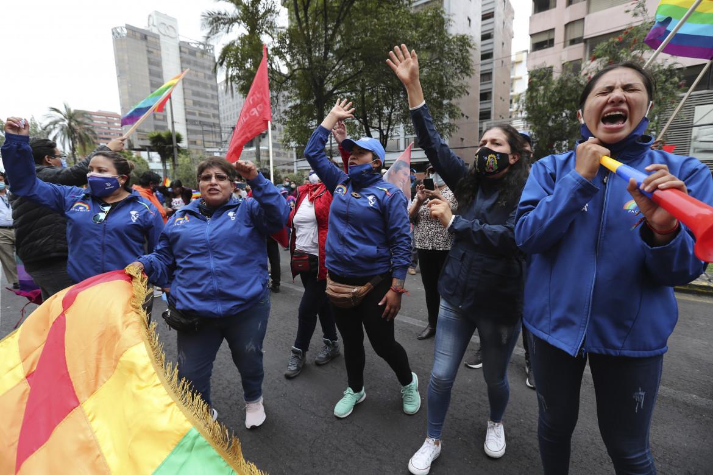 Quito, sostenitrici del candidato indigeno e ambientalista Yaku Pérez