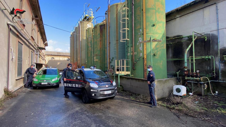 I carabinieri ieri mattina alla Caffaro di Brescia