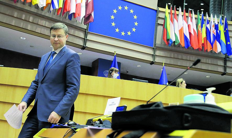 Valdis Dombrovskis arriva al parlamento europeo