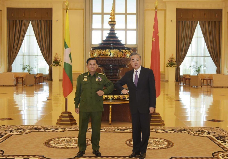 Il ministro degli esteri cinesi in visita in Myanmar tre settimane prima del colpo di stato