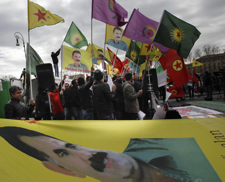 Roma, manifestazione per il rilascio di Abdullah Ocalan e contro Erdogan, durante una visita del presidente turco in Vaticano