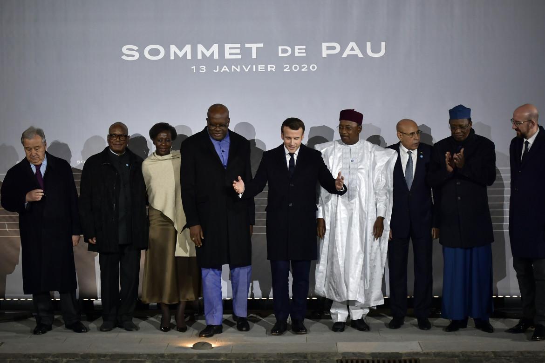 Il presidente francese Emmanuel Macron con i suoi omologhi dei paesi saheliani lo scorso anno al summit Pau