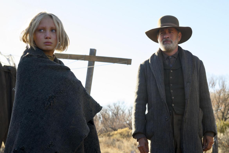 Helena Zengel e Tom Hanks in una scena del film «Notizie dal mondo»