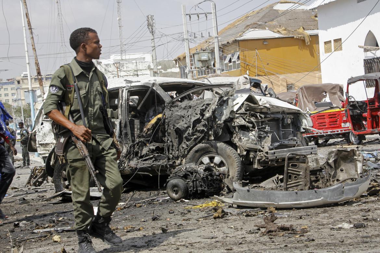Sul luogo dell'attacco di ieri a Mogadiscio, non lontano dal palazzo presidenziale