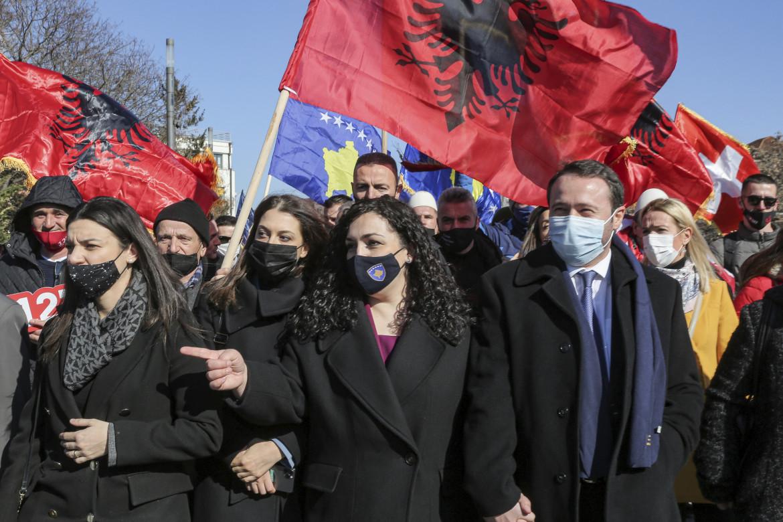 Vjosa Osmani a una manifestazione di Vetevendosje