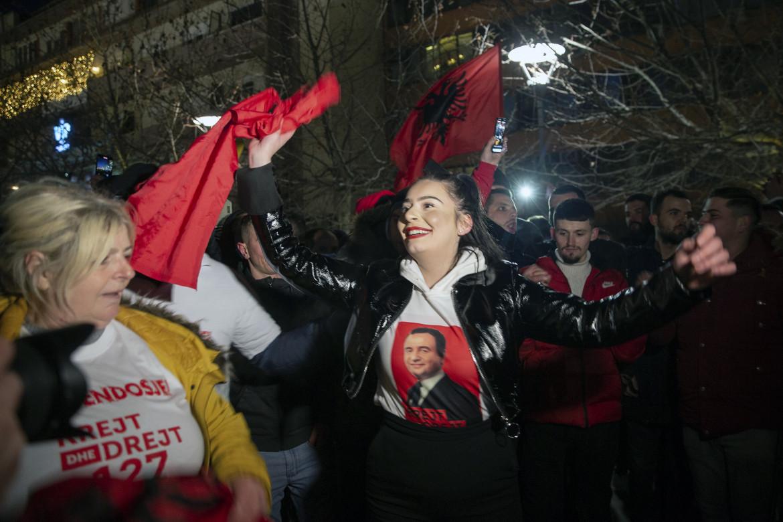 Pristina, sostenitori di Vetevendosjie (Autodeterminazione) in festa
