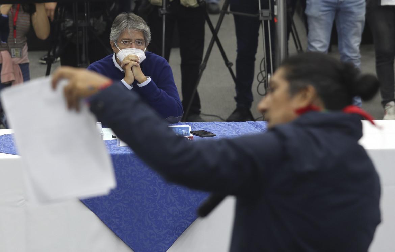 Guillermo Lasso, il banchiere candidato della destra, di fronte a Yaku Perez, candidato indigeno di Pachakutik