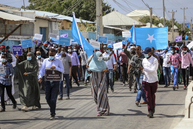 La protesta di ieri a Mogadiscio prima degli spari della polizia