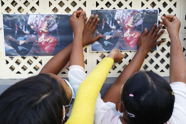 Le foto della manifestante birmana uccisa, Mya Thwet Thwet Khine, a Mandalay