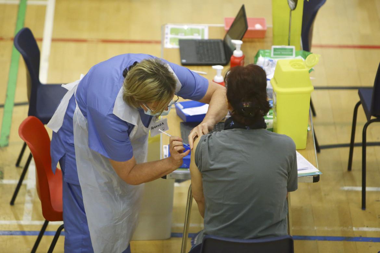 Vaccinazioni con AstraZeneca in Gran Bretagna