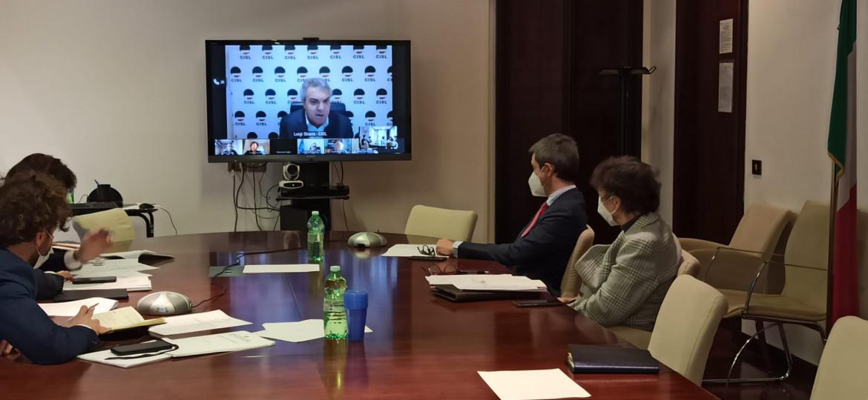 L'incontro tra il ministro del Lavoro Andrea Orlando e i sindacati